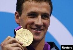 美国的瑞安•洛赫特赢得男子四百米混合泳金牌