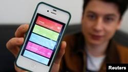 Aplikasi berita Summly untuk ponsel pintar. Sekitar 6 dari 10 warga Amerika menonton, membaca, atau mendengar berita beberapa kali sehari, berkat komputer, ponsel pintar dan tablet.
