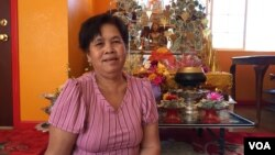 "Khvat Saroeun, a 66-year-old retired resident of Oakland, CA talks to VOA Khmer at a branch of the International Community of Khmer Buddhist Monks Center, locally known as the ""New Temple"", August 30, 2016. She immigrated from Cambodia to the United States thirty years ago but has only voted once in the US presidential election - in 2008. (Sophat Soeung/VOA Khmer)"