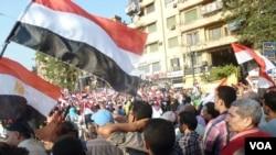 Maelfu ya waandamanaji katika Tahrir Square July 7, 2013