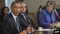 Барак Обама выступает перед членами своего кабинета в Белом доме. 3 октября 2011г.