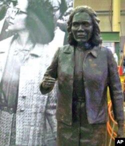 Ed Dwight's sculpture of Coretta Scott King.