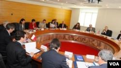 El subsecretario de Estado, Arturo Valenzuela, participó en una Reunión de Consultas Políticas entre Chile y Estados Unidos en Santigo.