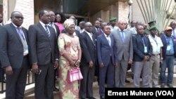 Une photo de famille des participants au Forum à Bukavu, le 14 septembre 2018. (VOA/Ernest Muhero)