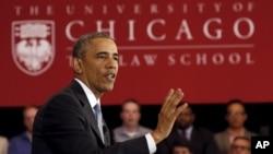 TT Obama thảo luận về Tòa án Tối cao với sinh viên Trường Luật của Đại học Chicago, nơi ông Obama dạy môn luật hiến pháp trong hơn một thập niên. Ảnh chụp tại Chicago ngày 7/4/2016. REUTERS/Kevin Lamarque - RTSE2MI