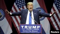 Ứng cử viên tổng thống của đảng Cộng hòa Donald Trump phát biểu trong cuộc vận động tranh cử tại thành phố Kansas, Missouri, ngày 12/3/2016.