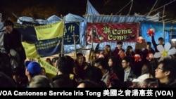 香港規模最大的維多利亞公園年宵市場人山人海 (攝影﹕美國之音湯惠芸)