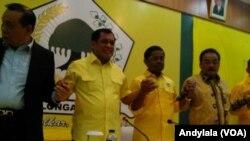 Ketua Harian DPP Partai Golkar Nurdin Halid dan Sekretaris Jenderal Partai Golkar Idrus Marham dalam Rapat Pleno Partai Golkar di kantor DPP Golkar Jakarta, Selasa, 21 November 2017. (Foto:VOA/ Andylala)