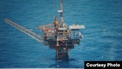 日本防衛省也公開了軍機在東中國海拍攝到的中國油氣田鑽台照片(日本防衛省資料照片)