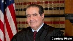 Dün ABD Anayasa Mahkemesi Yargıcı Antonin Scalia'nın ölümü ABD'de yeni bir partizan atama tartışması başlatacağa benziyor.