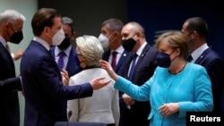 Şêwirmenda Almanya Angela Merkel (rast) ,Şêwirmendê Nemsa Sebastian Kurz (çep)