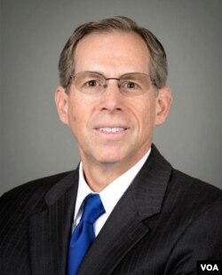 印第安纳州迪堡大学传播学教授杰弗里.麦考(Jeffrey M. McCall)