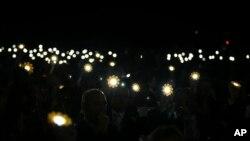 7일 모로코에서 제 22차 유엔기후변화협약당사국총회(COP22)가개막한 가운데 참가자들이 태양열 등을 들고 파리협정을 기념하고 있다.