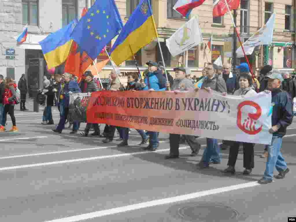 Петербургское отделение движения «Солидарность» вышло с транспарантом «Нет российскому вторжению в Украину!»