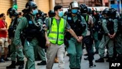 2020年6月28日香港警方逮捕抗议中国国家安全法的男子 (资料照)