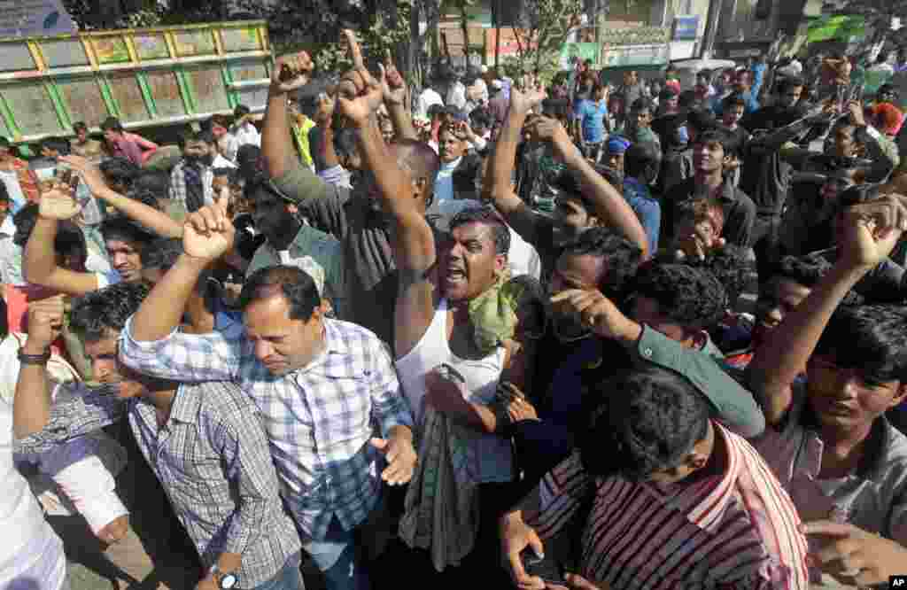 Bangladesh's main opposition Bangladesh Nationalist Party supporters shout slogans during a strike in Dhaka, Nov. 26, 2013.