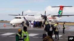 Selon les syndicats, plus de 3.000 des 5.000 employés de South African Airways, personnel au sol et en cabine, participent à la grève.