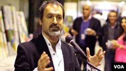 Lukman Ahmad speaking at VOA