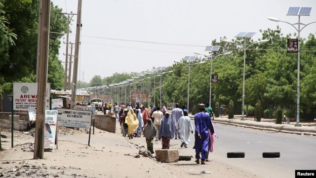 FILE - People flee the northeastern Nigerian city of Maiduguri in Borno State, May 14, 2015.