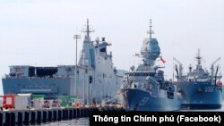 Ba tàu hải quân Hoàng gia Úc thuộc Nhóm Tác chiến Nỗ lực Ấn Độ Dương-Thái Bình Dương 2021 (IPE21) cập Cảng quốc tế Cam Ranh ở Khánh Hoà hôm 20/9.