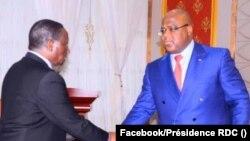 Ministre wa Yambo Ilunga Ilunkmba (G) apesi mbote na mokonzi ya mboka Félix Tshisekedi na Kinshasa, 6 mars 2020. (Facebook/Présidence RDC)
