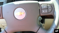 미국 제너럴 모터스 자동차 회사가 시동장치 결함으로 51가구에 보상금을 지급하게 되었다. 사진은 제너럴 모터스 사의 2005년산 쉐블렛 코발트. (자료사진)