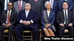 (L-R) Singapore's Finance Minister Tharman Shanmugaratnam, Bank of Mexico Governor Agustin Carstens, IMF Managing Director Christine Lagarde and Turkish Deputy Prime Minister and Chairman of the G20 Committee Ali Babacan gather for a group photo.