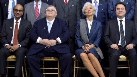 IMF Başkanı Christine Lagarde sağ yanında Singapur Maliye Bakanı Tharman Shanmugaratnam ve Meksika Merkez Bankası Başkanı Agustin Carstens, sol yanında da Ekonomiden Sorumlu Devlet Bakanı Ali Babacan'la