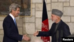 وهزیری دهرههوهی ئهمهریکا، جان کێری و سهرۆکی ئهفغانستان حامید کارزایی له25ی مارسی 2013