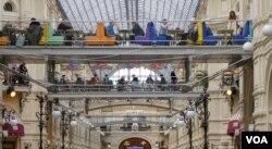 莫斯科古姆百货商店内景。(美国之音德特默拍摄)