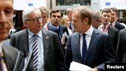 欧盟委员会主席让·克洛德·容克和欧洲理事会主席图斯克(右)在比利时布鲁塞尔的联合新闻发布会上(2016年6月29日)