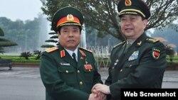 Bộ trưởng Quốc phòng Việt Nam Phùng Quang Thanh, trái, tiếp người đồng cấp Trung Quốc Thường Vạn Toàn. (Ảnh: TTXVN chụp từ trang vnExpress)