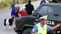Cảnh sát Albania tại hiện trường vụ xả súng.
