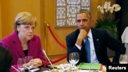 ប្រធានាធិបតីអាមេរិកលោក Barack Obama(រូបខាងស្ដាំ) និងលោកអធិការបតី Angela Merkel នៃប្រទេសអាល្លឺម៉ង់ក្នុងការប្រជុំ G7ក្នុងទីក្រុងព្រុចសែល(Brussels)។