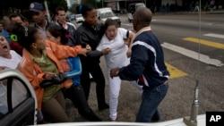 La policía cubana detuvo a unos 30 disidentes políticos, antes de que realizaran una protesta contra el gobierno de Raúl Castro.