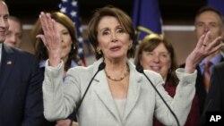 La líder de la Minoría demócrata, Nancy Pelosi, de California, anunció este miércoles que continuará como tal durante el nuevo período legislativo.