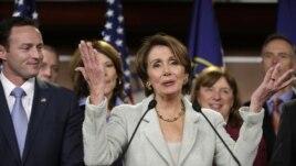Anggota DPR AS dari Partai Demokrat, Nancy Pelosi mendesak dinaikkannya pagu utang pemerintah federal AS (foto: dok).