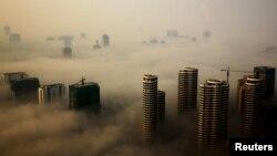 山东日照一个晨雾弥漫的早上 (2015年10月18日)