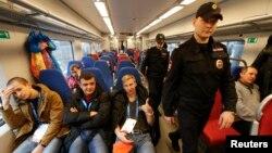 Polisi Rusia melakukan pengamanan ketat di kota Sochi menjelang pembukaan Olimpiade musim dingin bulan depan (18/1).