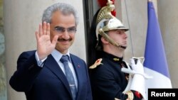 Saudi Arabian Prince Alwaleed bin Talal arrives at the Elysee palace in Paris, to attend a meeting with the French president, Sept. 8 , 2016.
