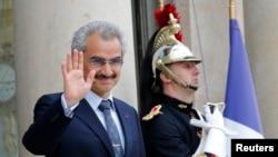 ولید بن طلال، شهزادۀ میلیادر عربستان سعودی، نیز در میان توقیف شدگان است