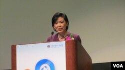 美國國會議員趙美心希望雲端教學幫助大家學中文(美國之音容易拍攝)