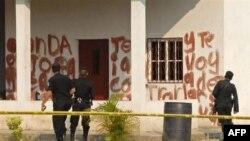 Hàng chữ viết bằng máu tại hiện trường của vụ thảm sát tại một trang trại ở thị trấn Caserio La Bomba thuộc tỉnh Peten, ngày 16/5/2011