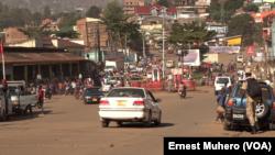 Le trafic était fluide au centre-ville de Bukavu, en RDC, le 23 mars 2018. (VOA/Ernest Muhero)