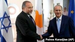 Avigdor Lieberman ve Yannis Kasulides
