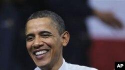 奥巴马总统在费城郊外的风力涡轮机制造厂与民众会面