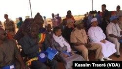 Cérémonie de lancement des travaux a eu lieu au niveau de l'aéroport de Gao, au Mali, le 16 octobre 2017. (VOA/Kassim Traoré)