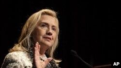 ລັດຖະມົນຕີການຕ່າງປະເທດສະຫະລັດ ທ່ານນາງ Hillary Clinton ກ່າວຄໍາປາໄສ ຕໍ່ສະໂມສອນເສດຖະກິດ ທີ່ນະຄອນນິວຢອກ, ວັນທີ 14 ຕຸລາ 2011.