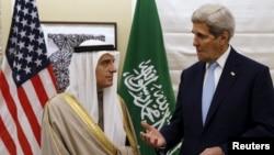 ທ່ານ John Kerry ໂອ້ລົມກັບລັດຖະມົນຕີການຕ່າງປະເທດ ຊາອຸດີ ອາຣາເບຍ ທ່ານ Adel al-Jubeir ທີ່ນະຄອນຫຼວງ ລອນດອນ. (14 ມັງກອນ 2016)