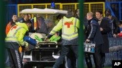 Ekipe iznose povređenog golmana ruske reprezentacije sa terena